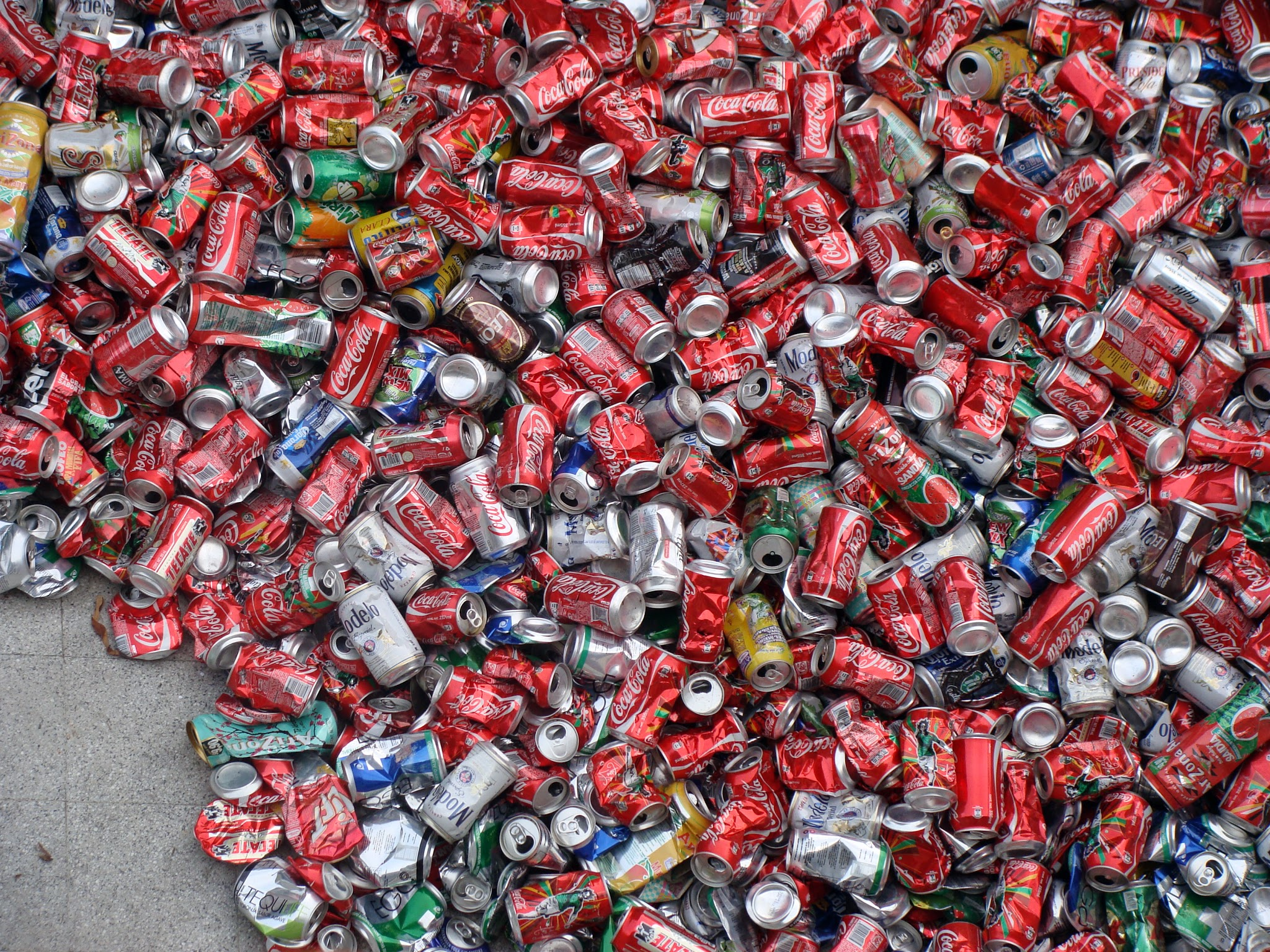 Installation with 25kg of aluminum cans (Detail)