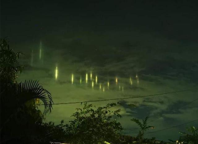 Hàng loạt cột sáng lơ lửng trên bầu trời Philippines