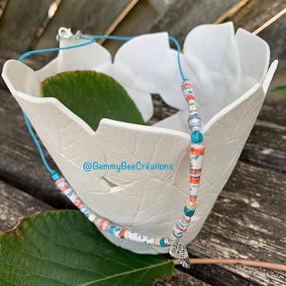 collier en papier recyclé tourné