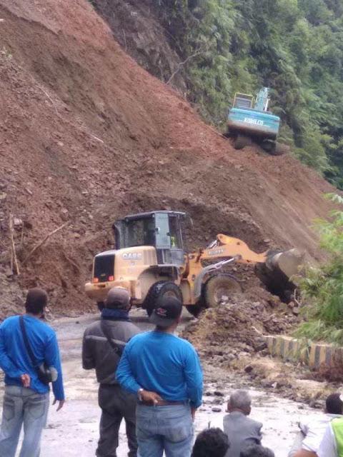 Jalan Provinsi Pakkat-Barus Tertimbun Longsor, Dua Alat Berah Dikerahkan