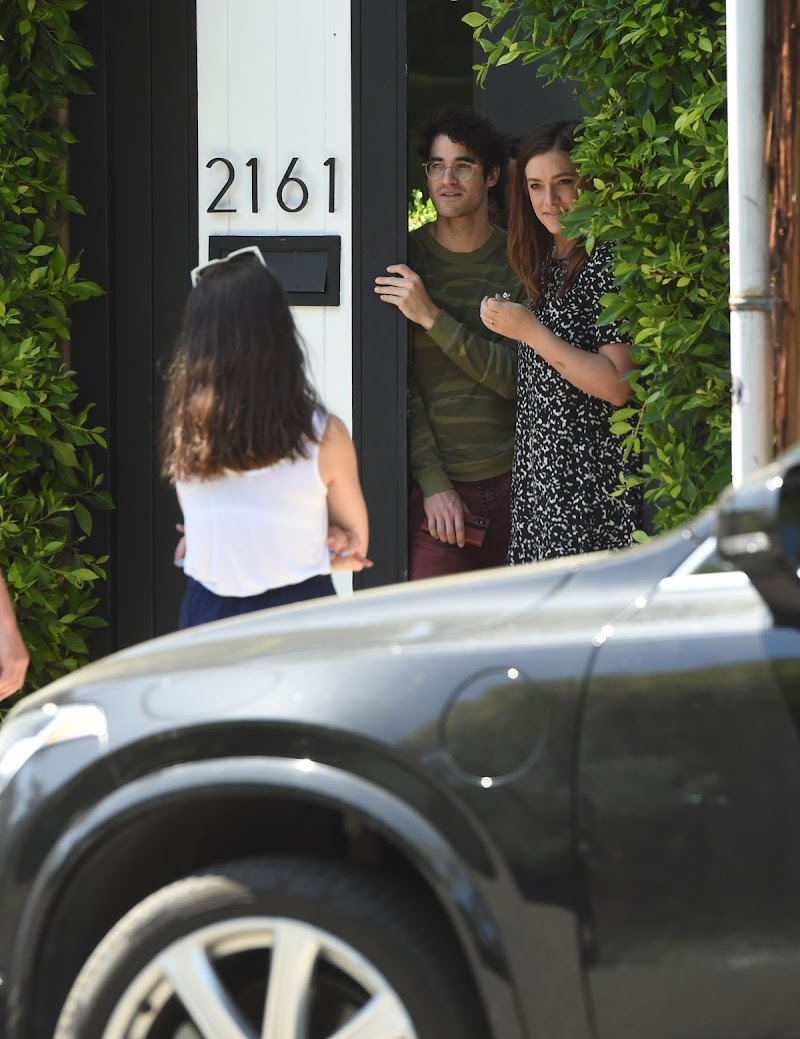 Darren Criss and Mia Swier Practice Social Distancing with Friends in Los Angeles 4 May-2020