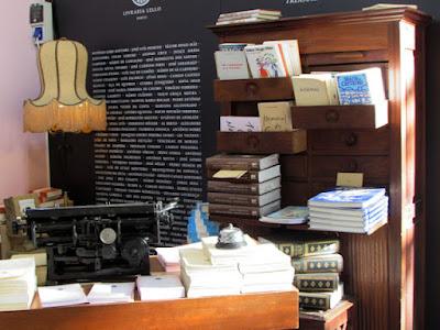 Exposição de livros na Feira do Livro do Porto