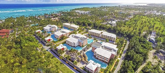 Designed exclusively for adult travelers, The Royal Suites Turquesa by Palladium in Punta Cana offer the best of two worlds: the privacy and personalized service of a small VIP resort and the unlimited access to the wide array of services.