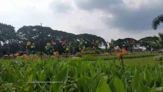 melepas penat di Alun-alun bunder (tugu) kota Malang