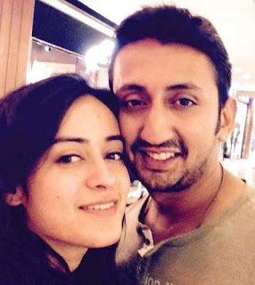 Foto Priya Tandon dengan Suaminya Rudra Anand
