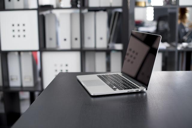 14 Tips Cara Membersihkan Layar Laptop Agar Tetap Kinclong (Merawat Komputer)