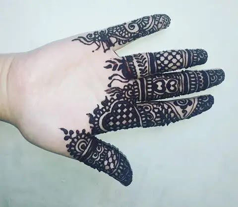 love-sign-finger-henna-designs
