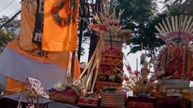 SMK TI Bali Global Badung Lakukan Persembahyangan Piodalan di Hari Purnama Sasih Karo