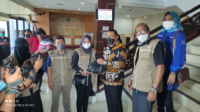 Audy Yonaldy Lepas Paket Sembako Dari JPS