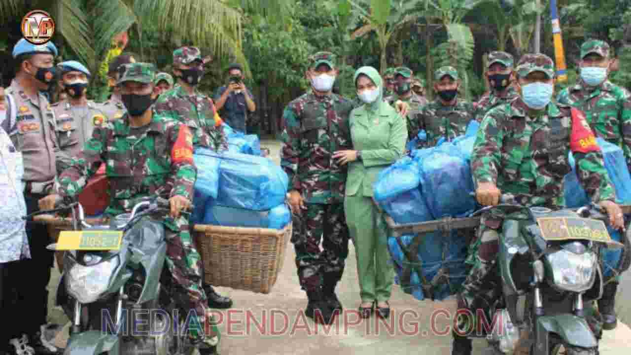 Dandim 0209/LB Salurkan Paket Sembako Kepada Masyarakat Desa Pekan Tolan Labusel