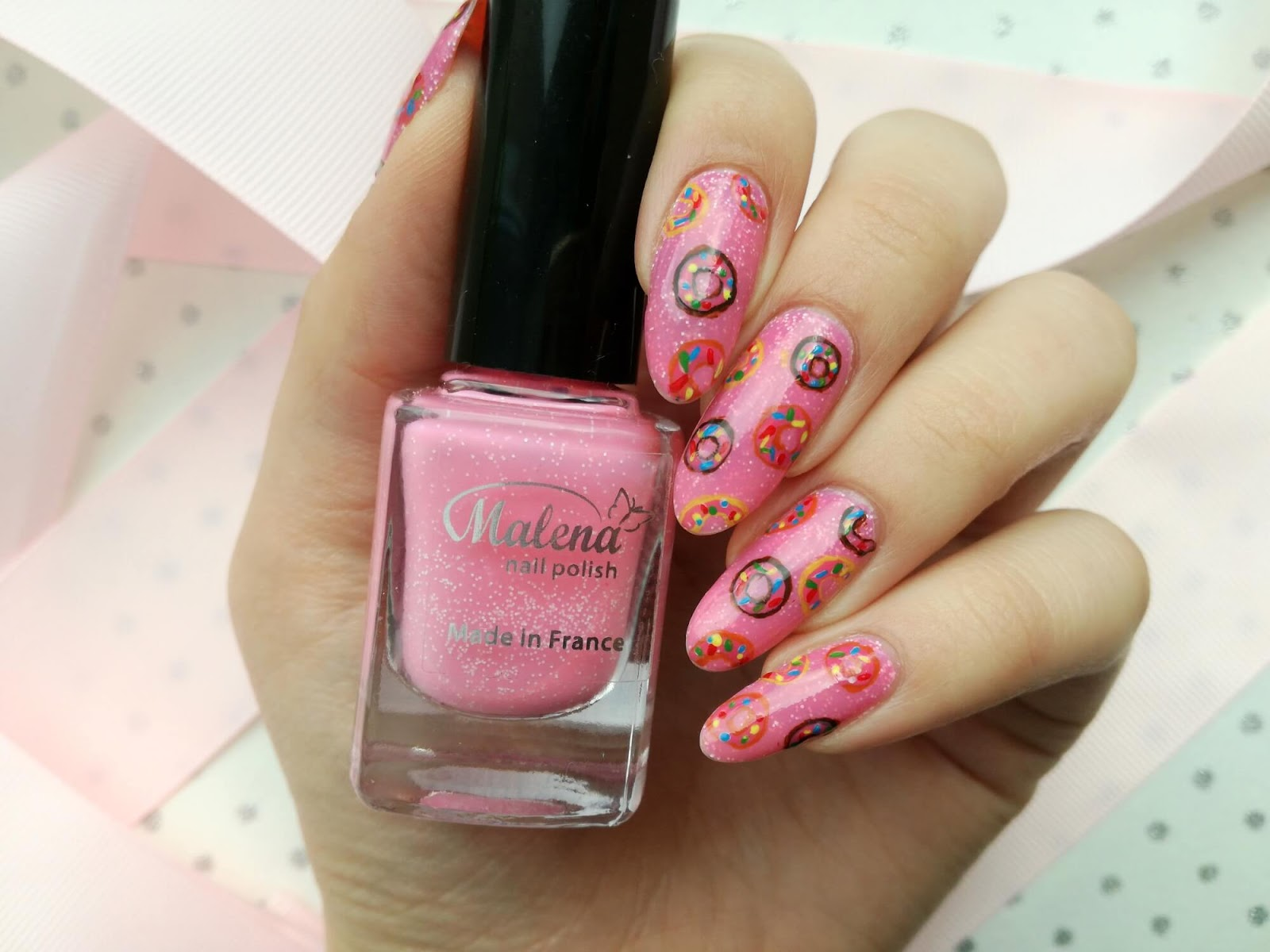 różowe paznokcie w pączki
