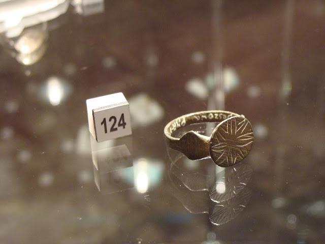 Skarby wieków średnich - pierścień XIII wieczny z Beszowa