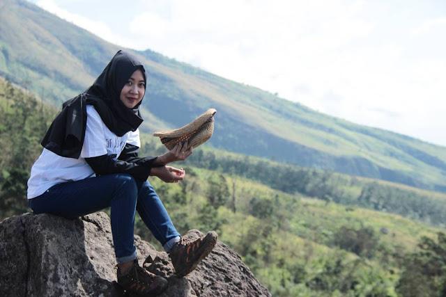 Nurul Zahrotul Fitriya - Pendaki Cantik Hijaber