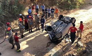 Homem morre e mulher fica ferida após carro cair de viaduto na BR-101, na Paraíba