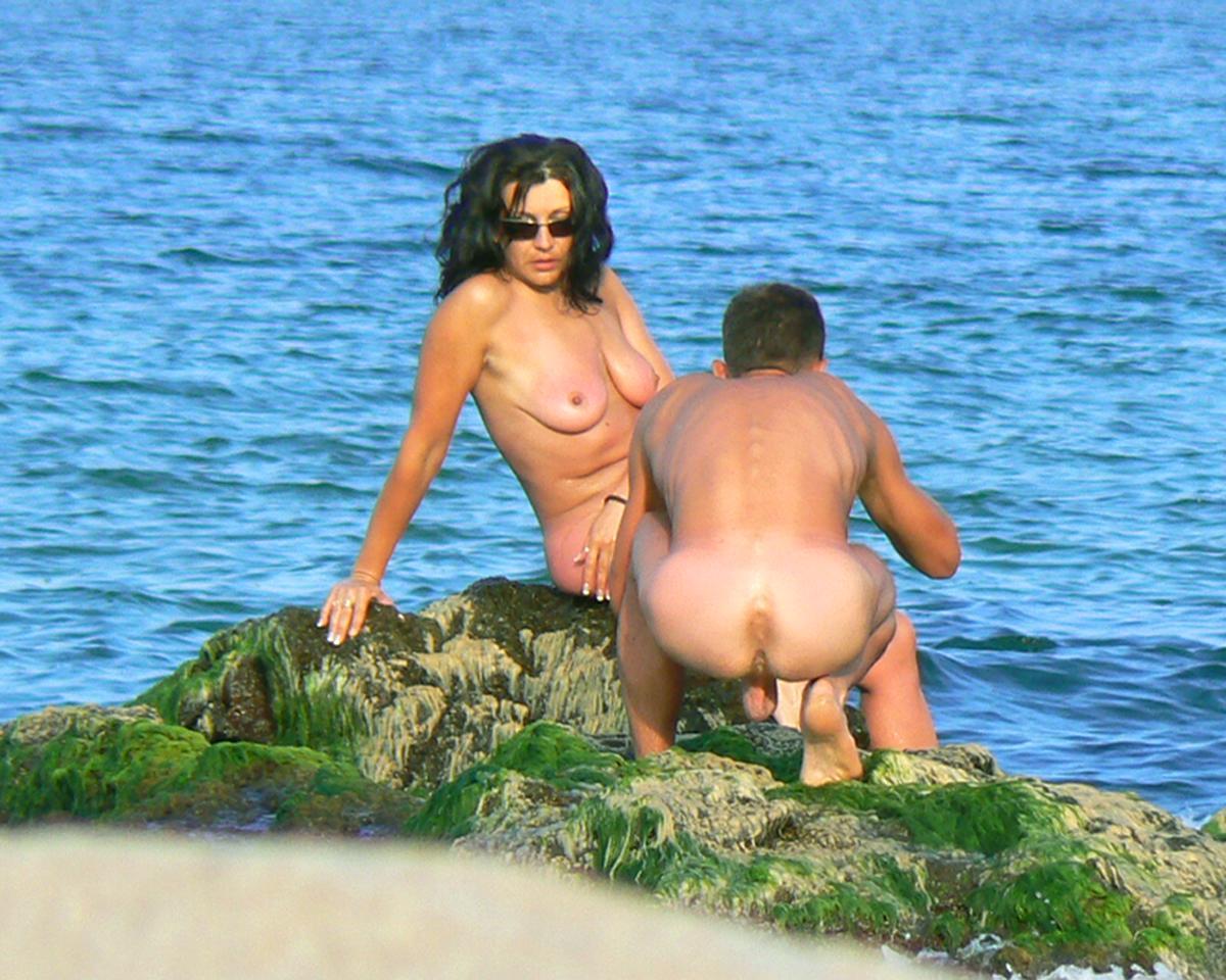Beach voyeur couple fun part 4