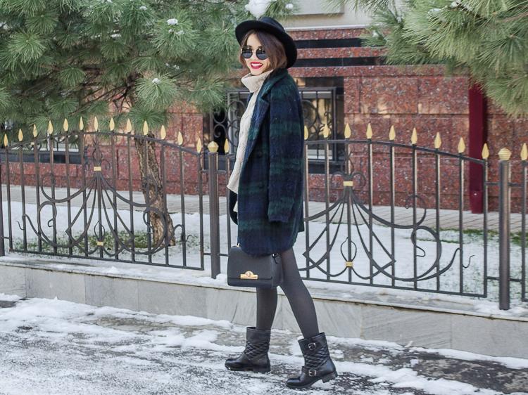 fashion blogger diyorasnotes winter outfit printed coat black hat zaful bag biker boots