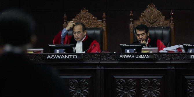 Detik-Detik Saksi Kubu Jokowi Disemprot Hakim MK
