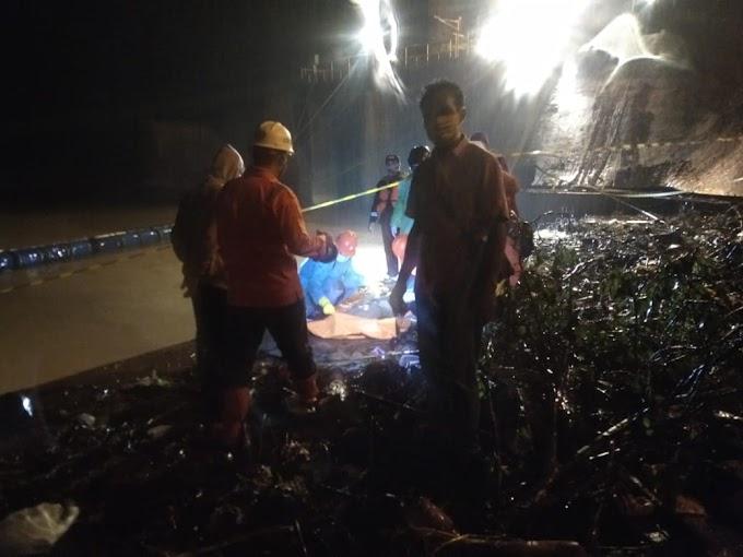 Polsek Semaka Evakuasi Penemuan Mayat Laki-Laki Yang Tersangkut di Penyaringan Air PT. TEP