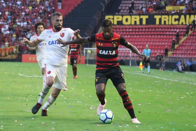 Em casa, Sport enfrenta o Flamengo com o desafio de se afastar da zona de rebaixamento