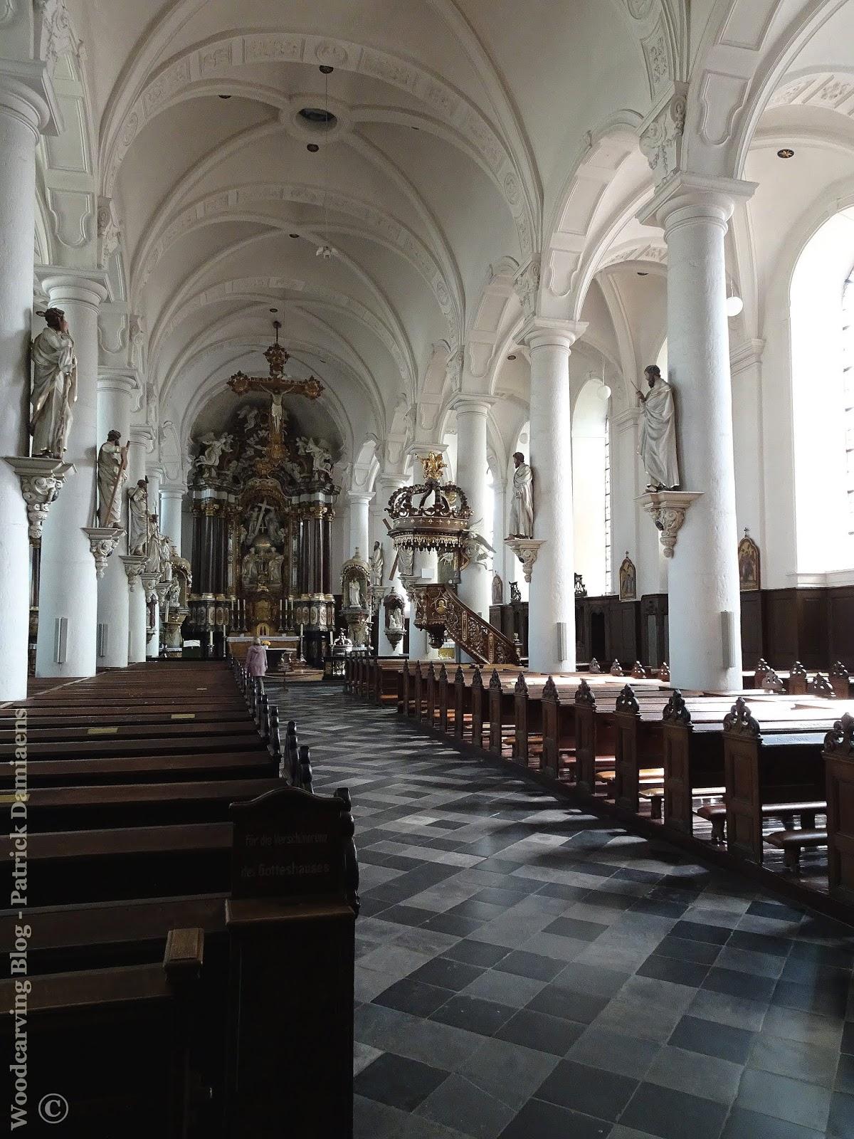Schon Wunderbar Jh. Durch Eine Gotische Kirche Ersetzt Worden, Wobei Der Süd Turm  Des 12
