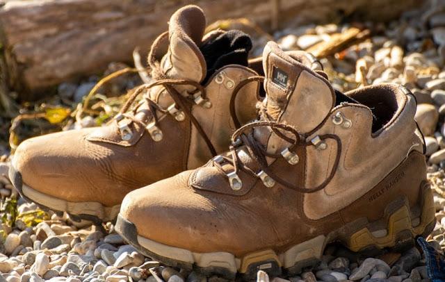 Gambar sepatu gunung