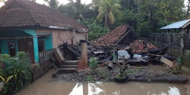 Banjir Bandang Hantam Muara Enim, 3 Rumah Hanyut Terbawa Arus
