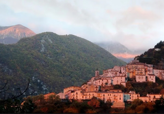 فرصة...إقليم  في إيطاليا يمنح 700 يورو شهريا ولمدة ثلاث سنوات..مع شروط + فيديو