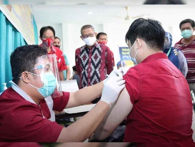 [Foto] Sutarmidji Meninjau Vaksinasi Massal PSMTI Kalbar