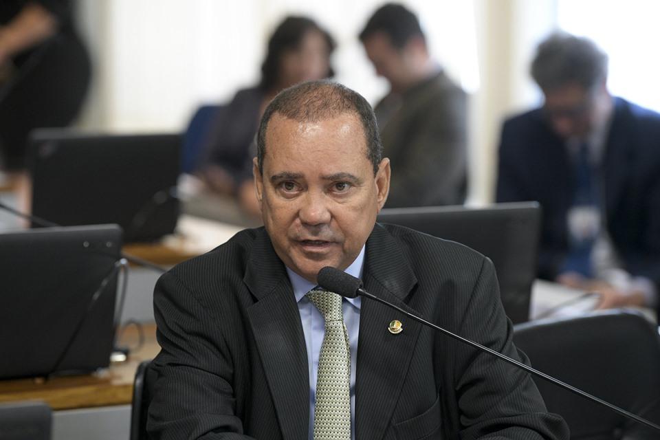 Bolsonaro nomeia ex-senador do Centrão para cargo no Ministério do Turismo