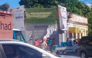 Dueño de vivienda en Jaquimeyes impide JCE retire valla de Gonzalo Castillo