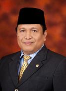 Ia adalah Bupati Kabupaten Muna Yang masih aktuf hingga artikel ini ditulis Profil LM Rusman Emba, ST - Bupati Muna
