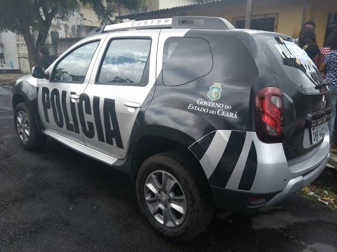 Veículo com adesivos da Polícia Militar é apreendido no Montese