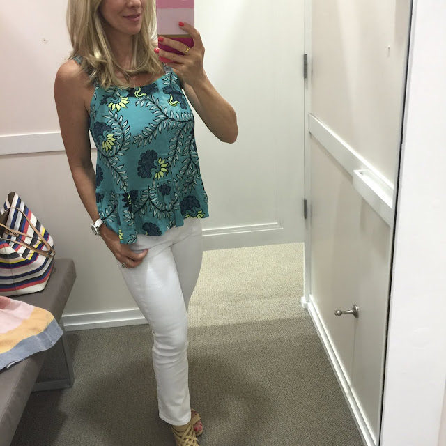 Summer Fashion - floral peplum tank and white jeans #outfit #outfitinspo #summerfashion
