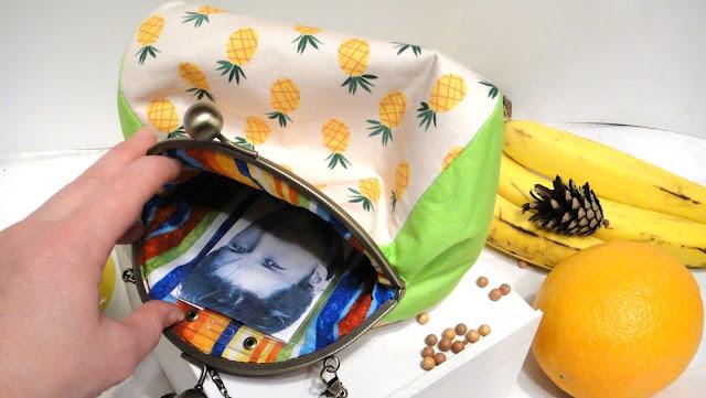 Сумка с фотографией: натуральный хлопок, фермуар и цепочка, карман для фото - подарок любимой девушке или подарок невесте. Ручная работа, доставка почтой или курьером.