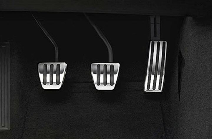 Phanh trước và phanh sau của ô tô khác nhau như thế nào?