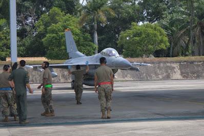 Enam Pesawat Tempur F-16 Amerika Tiba di Lanud Rsn Pekanbaru, Begini Penjelasannya