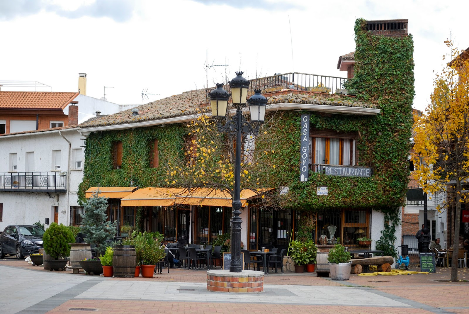 madrid manzanares real castle castillo natural park nature hiking trail day trip historical site spain restaurant