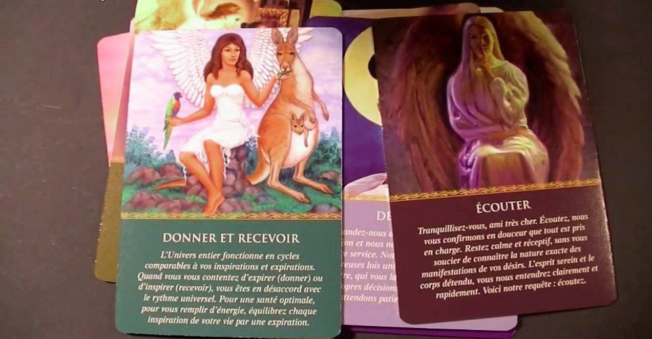 Quelques cartes du tarot des anges, sélectionné dans la collection de jeux de tarot divinatoire