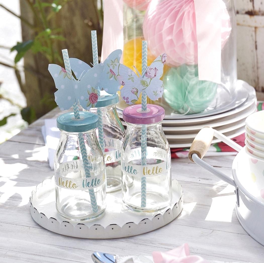 Pimp your Trinkflasche. Strohhalme mit Schmetterlingen aus Papier.