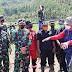 Antusias Warga Ds. Depok dan Ds. Paas Cisompet menyambut Rombongan Dandim 0611/Garut beserta Mayjen TNI Purn Dedi  Kusnadi Thamim.