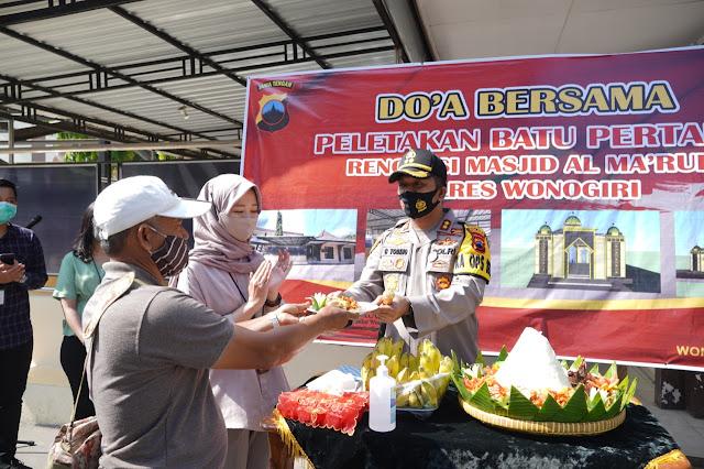 Doa Bersama dan Potong Tumpeng Warnai Peletakan Batu Pertama Renovasi Masjid Polres Wonogiri