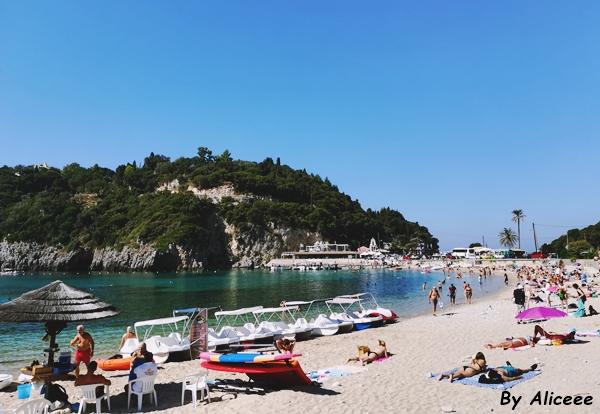 Cum-e-Plaja-din-Paleokastrita-Corfu-Grecia
