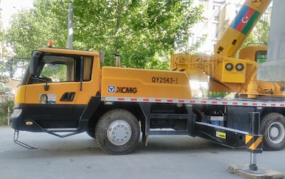 automobile crane photo