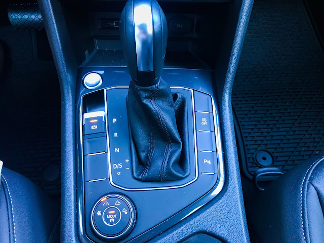 Center console in 2020 Volkswagen Tiguan 2.0T SEL with 4MOTION