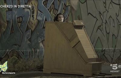 Giulia Salemi sauna portatile di legno scherzo scherzi a parte 19 settembre