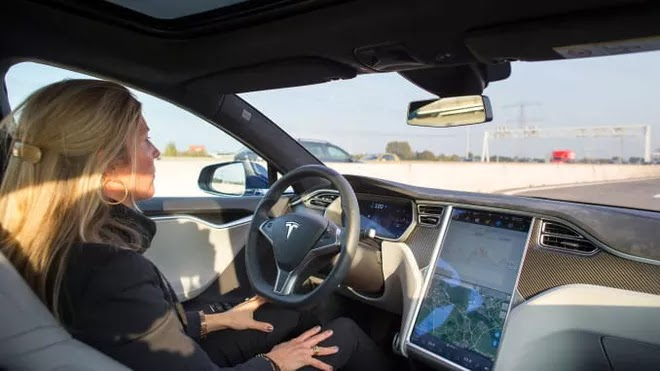 CEO Volkswagen thừa nhận Tesla vượt xa hơn 'bất kỳ ai' về phần mềm và khả năng tự lái