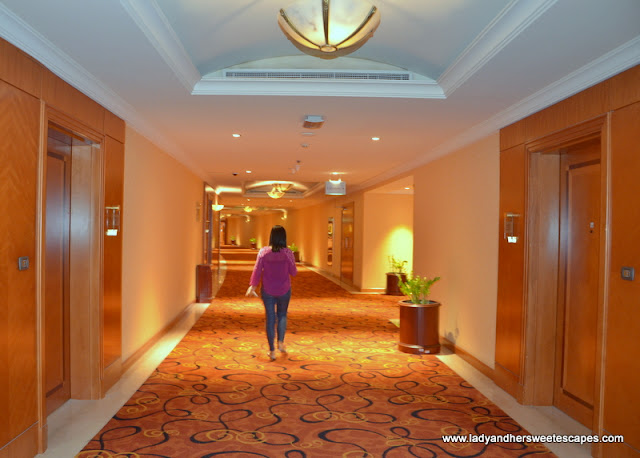 Al Raha Beach Hotel aisle to the rooms