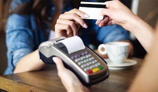 Πληρώνεις με Κάρτα; 100 ευρώ με μετρητά; 50 ευρώ!