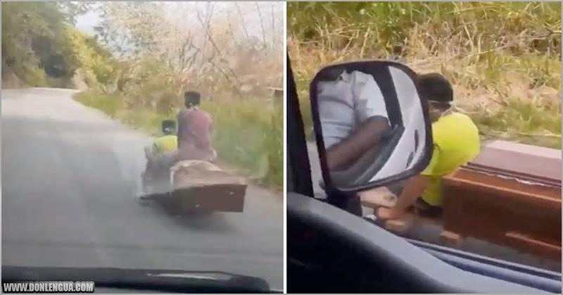 Por falta de gasolina trasladan una urna en una patineta en Mérida