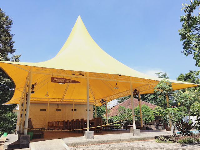 Pondok Seni, salah satu fasilitas di Taman Botani Sukorambi.